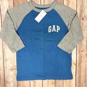 Baby Gap boys raglan style t-shirt size 5T